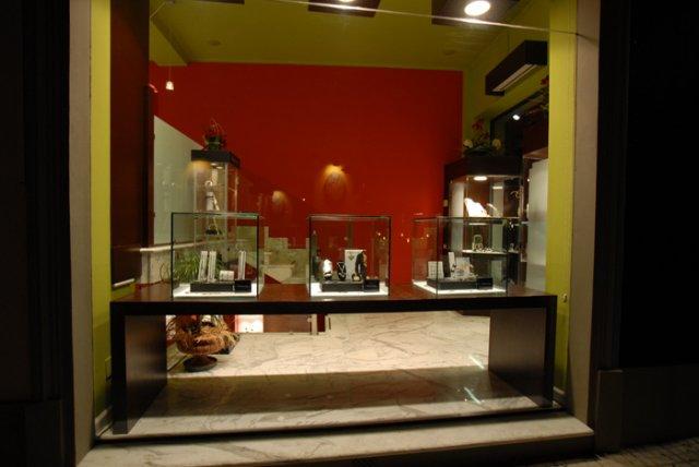 Arredamento negozi arredo uffici bar e ristoranti for Negozi arredamento lucca
